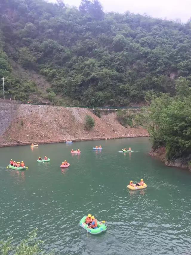 文旅 游玩安康  中坝河谷漂流位于风景秀美的石泉县中坝河谷地带,码头
